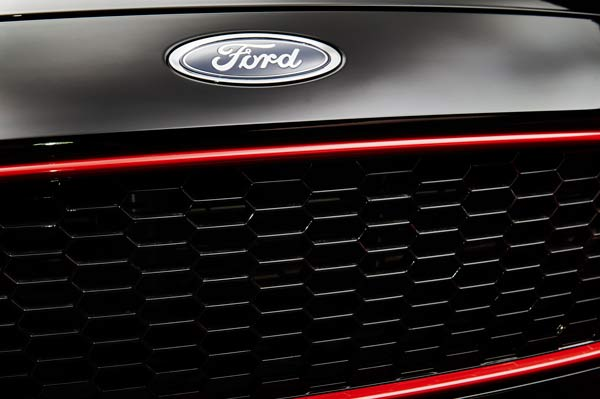 Journal 2015.10.26-cars-ford-focus-rb-grille-black